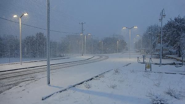 2021/01/ayvacikta-kar-yagisi-etkili-oluyor-463d1c3d7374-3.jpg