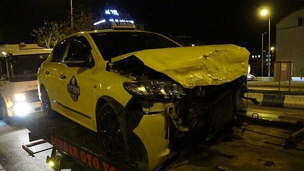 2021/01/canakkalede-hasta-tasiyan-ambulansla-taksi-carpisti-5-yarali-7aec821b78c2-11.jpg