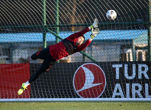 2021/03/turkiye-a-milli-futbol-takimi-letonya-maci-hazirliklarina-basladi-8baf7cdb3d93-4.jpg