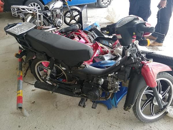 2021/04/canakkalede-motosiklet-hirsizligi-suphelileri-yakalandi-6ae60d67cdee-4.jpg