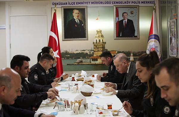 2021/04/cumhurbaskani-erdogan-polislerle-iftar-yapti-90971dd4b086-1.jpg
