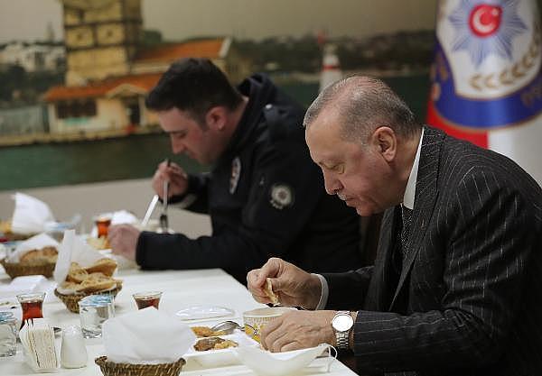 2021/04/cumhurbaskani-erdogan-polislerle-iftar-yapti-90971dd4b086-2.jpg