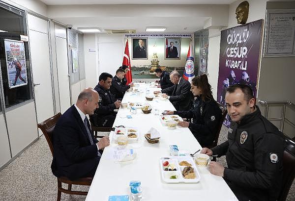 2021/04/cumhurbaskani-erdogan-polislerle-iftar-yapti-90971dd4b086-4.jpg