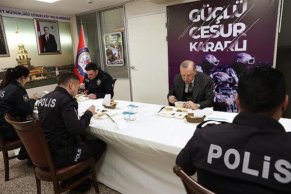 2021/04/cumhurbaskani-erdogan-polislerle-iftar-yapti-90971dd4b086-6.jpg