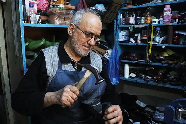 2021/04/yarim-asirdir-ayakkabi-tamir-ederek-ekmegini-kazaniyor-5b2d5b0a7674-10.jpg