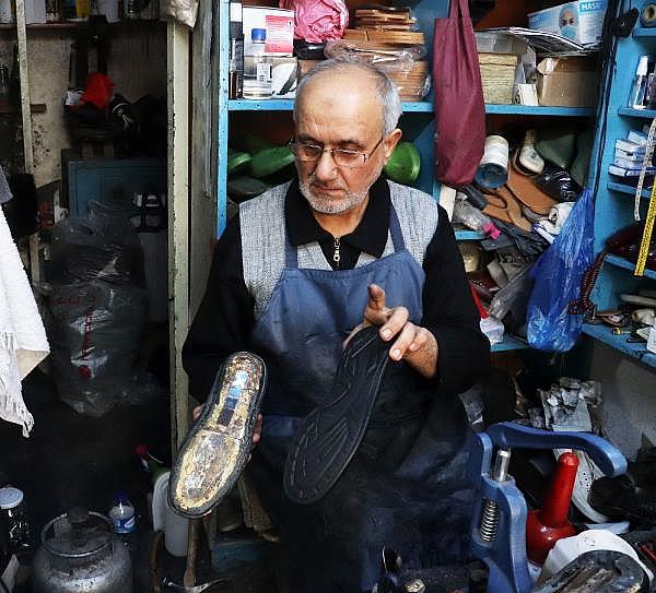 2021/04/yarim-asirdir-ayakkabi-tamir-ederek-ekmegini-kazaniyor-5b2d5b0a7674-15.jpg
