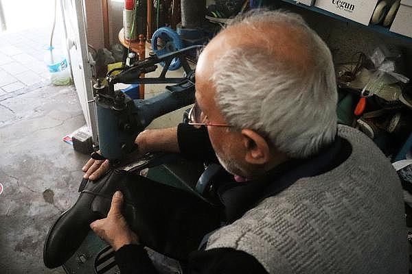 2021/04/yarim-asirdir-ayakkabi-tamir-ederek-ekmegini-kazaniyor-5b2d5b0a7674-6.jpg