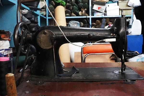 2021/04/yarim-asirdir-ayakkabi-tamir-ederek-ekmegini-kazaniyor-5b2d5b0a7674-7.jpg