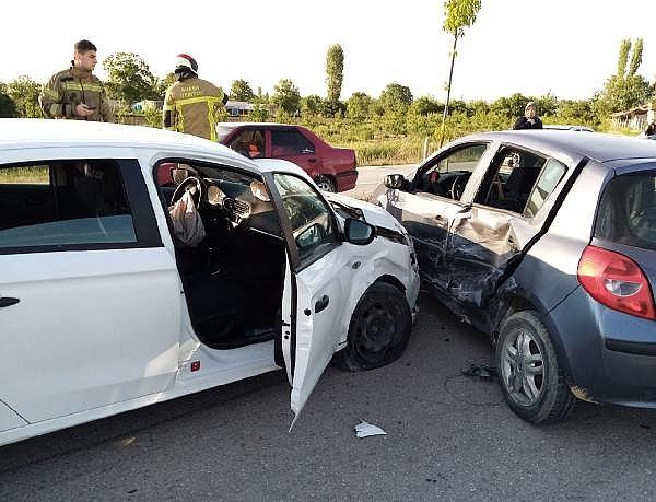 2021/05/bursada-iki-otomobilin-carpistigi-kazada-bir-kisi-yaralandi-3acd46403406-1.jpg