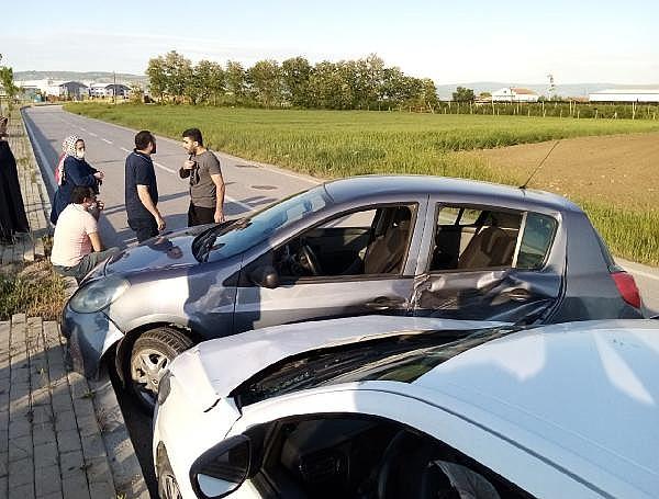 2021/05/bursada-iki-otomobilin-carpistigi-kazada-bir-kisi-yaralandi-3acd46403406-3.jpg