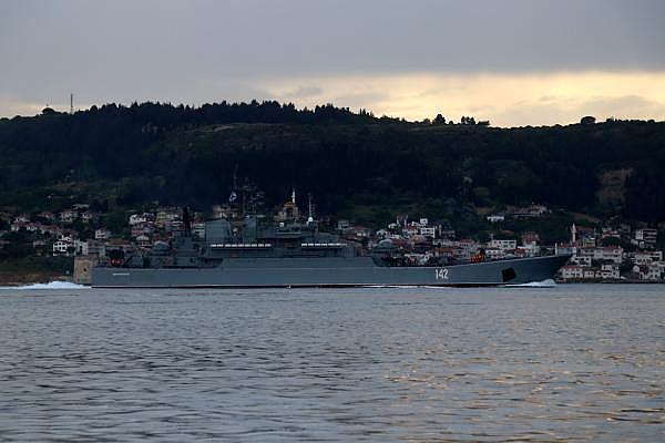 2021/05/canakkale-bogazindan-pes-pese-gecen-rus-ve-ingiliz-savas-gemileri-karadenize-dogru-yol-aldi-c0c620e8d8df-2.jpg