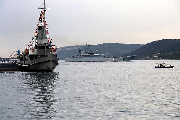 2021/05/canakkale-bogazindan-pes-pese-gecen-rus-ve-ingiliz-savas-gemileri-karadenize-dogru-yol-aldi-c0c620e8d8df-3.jpg
