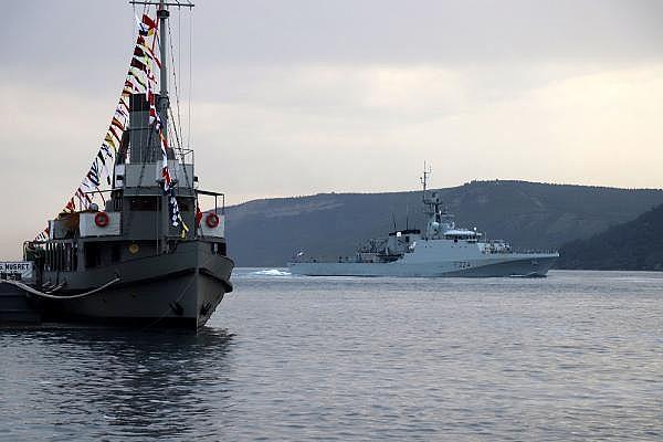 2021/05/canakkale-bogazindan-pes-pese-gecen-rus-ve-ingiliz-savas-gemileri-karadenize-dogru-yol-aldi-c0c620e8d8df-6.jpg