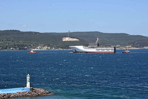 2021/05/romanyada-kurulan-yolcu-gemisinin-on-bolumu-canakkale-bogazindan-gecti-3d75fb2cdd2e-1.jpg