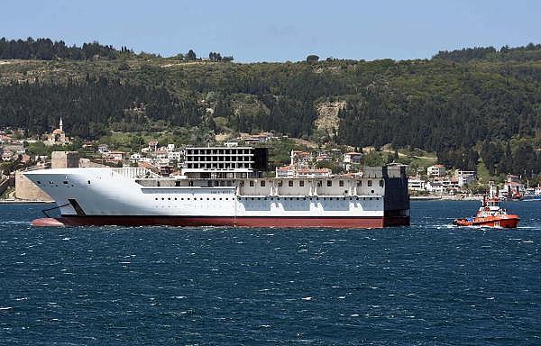 2021/05/romanyada-kurulan-yolcu-gemisinin-on-bolumu-canakkale-bogazindan-gecti-3d75fb2cdd2e-11.jpg