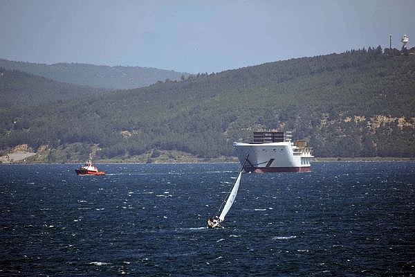 2021/05/romanyada-kurulan-yolcu-gemisinin-on-bolumu-canakkale-bogazindan-gecti-3d75fb2cdd2e-2.jpg