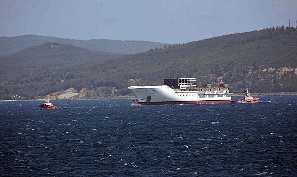 2021/05/romanyada-kurulan-yolcu-gemisinin-on-bolumu-canakkale-bogazindan-gecti-3d75fb2cdd2e-3.jpg
