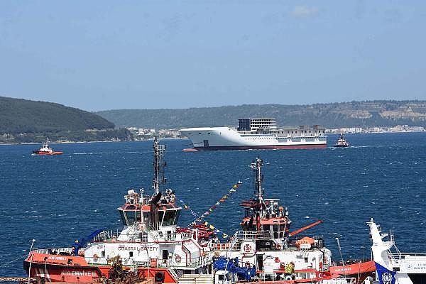2021/05/romanyada-kurulan-yolcu-gemisinin-on-bolumu-canakkale-bogazindan-gecti-3d75fb2cdd2e-5.jpg