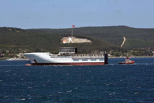 2021/05/romanyada-kurulan-yolcu-gemisinin-on-bolumu-canakkale-bogazindan-gecti-3d75fb2cdd2e-6.jpg