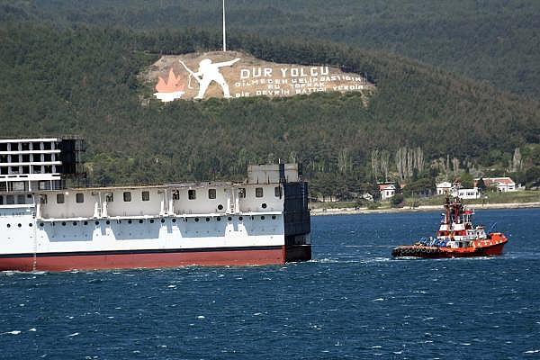 2021/05/romanyada-kurulan-yolcu-gemisinin-on-bolumu-canakkale-bogazindan-gecti-3d75fb2cdd2e-7.jpg