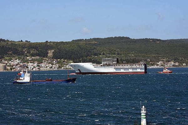 2021/05/romanyada-kurulan-yolcu-gemisinin-on-bolumu-canakkale-bogazindan-gecti-3d75fb2cdd2e-8.jpg