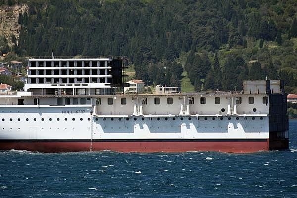 2021/05/romanyada-kurulan-yolcu-gemisinin-on-bolumu-canakkale-bogazindan-gecti-3d75fb2cdd2e-9.jpg