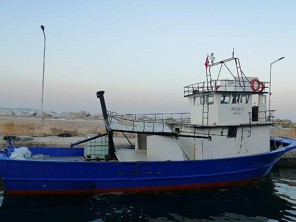 2021/06/canakkale-bogazinda-arizalanan-tekne-kiyiya-cekildi-22e36389b99b-1.jpg
