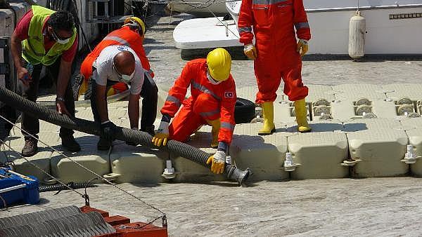 2021/06/canakkalede-ilk-gun-denizden-17-ton-musilaj-cekildi-05456895a388-4.jpg