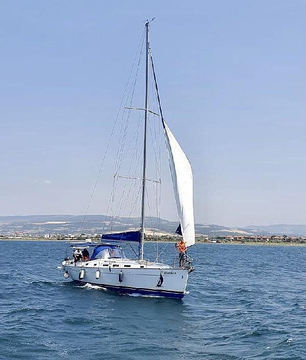 2021/07/canakkale-bogazinda-suruklenen-yelkenli-tekne-kurtarildi-c1d15af38cd7-3.jpg