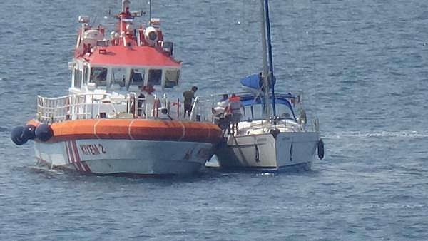2021/07/canakkale-bogazinda-suruklenen-yelkenli-tekne-kurtarildi-c1d15af38cd7-5.jpg