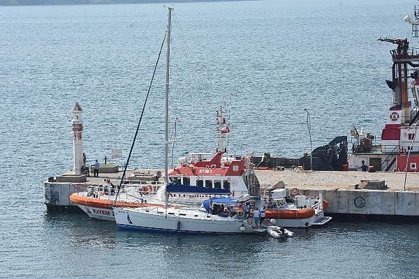 2021/07/canakkale-bogazinda-suruklenen-yelkenli-tekne-kurtarildi-c1d15af38cd7-8.jpg