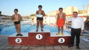 Çan yüzme yarışmalarında muhteşem final