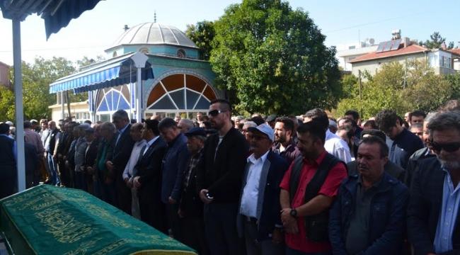 Ayvacık Belediye Başkanı Mehmet Ünal Şahin'in ağabeyi İsmail Nazif Şahin vefat etti.