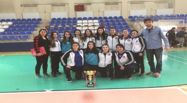 ÇOMÜ Kadın futsal takımı namağlup şampiyon