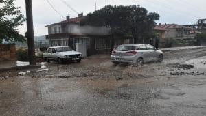 Ayvacık'ta şiddetli yağış sürücülere zor anlar yaşattı