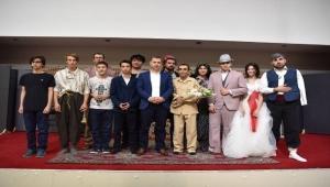 Çan Belediyesi Moris Tiyatro Sanat Topluluğu oyunlarına devam ediyor