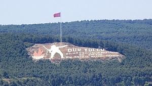 'Dur Yolcu' simgesindeki Türk Bayrağı 13 metre daha yükseltildi