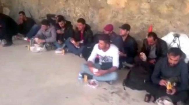 Çanakkale'de Midilli Adası'na geçmek isteyen 42 Suriye uyruklu kaçak yakalandı.