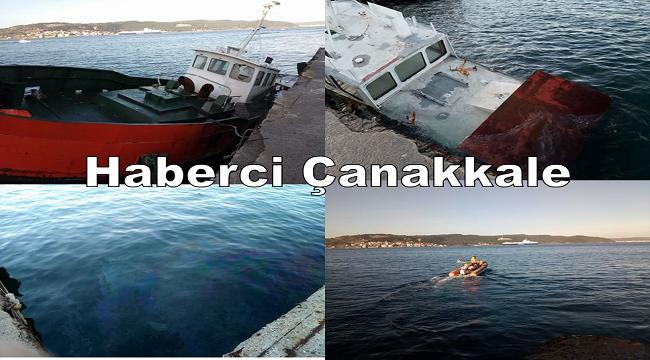 Çanakkale'de iskelede bağlı bir tekne battı.