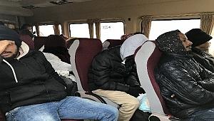 Durdurulan otobüste 41 kaçak yakalandı
