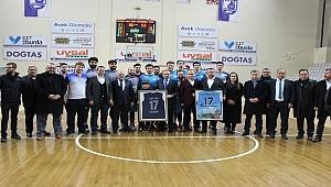 Umurbey Belediyespor'a ilk tebrik Turan'dan
