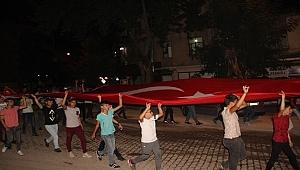 Çan'da binlerce kişi sokaklardaydı