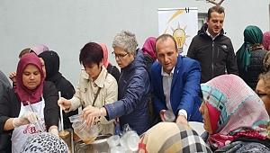 AK Parti Biga Kadın Kollarından aşure ikramı