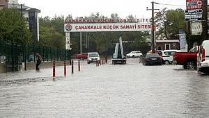 Çanakkale'de Sokaklar Göle Döndü