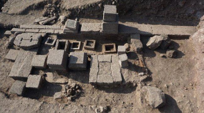 Assos Antik Kentinde 2 Bin 300 Yıllık Aile Mezarlığı Ortaya Çıkarıldı