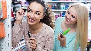 Kozmetik ürünleri denerken göz sağlığınızdan olmayın!