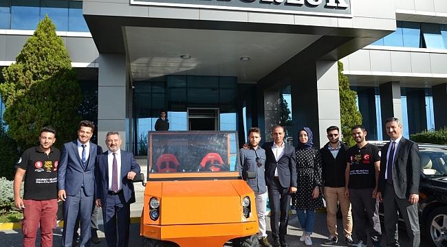 Umurbey Belediyesi sponsor oldu, ÇOMÜ'lü öğrenciler konuşan elektrikli otomobil üretti