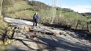 Biga'da Çömlekçi ile Karaağaç Köyü Arasındaki Yol Çöktü
