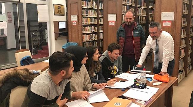 Rektör Prof. Dr. Yücel Acer, Kütüphaneyi Ziyaret Etti