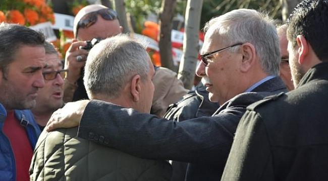 Belediye Başkanı Sayın Ülgür Gökhan Ezine'de Kaybettiğimiz Gençlerden Batuhan Kızıl'ın Cenazesine Katıldı.